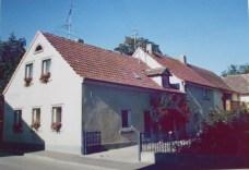 1978 Altes Hoftor ersetzt durch Schmiedeeisen - Tor, Umbau der Scheune und Neubau Balkon