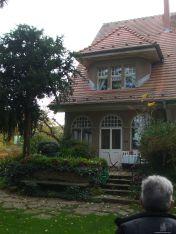 Blick auf das Wohnhaus vom Privatgarten
